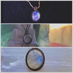 Jewelry - Silver Rainbow 🌈 Moonstone 💎 pendant necklace